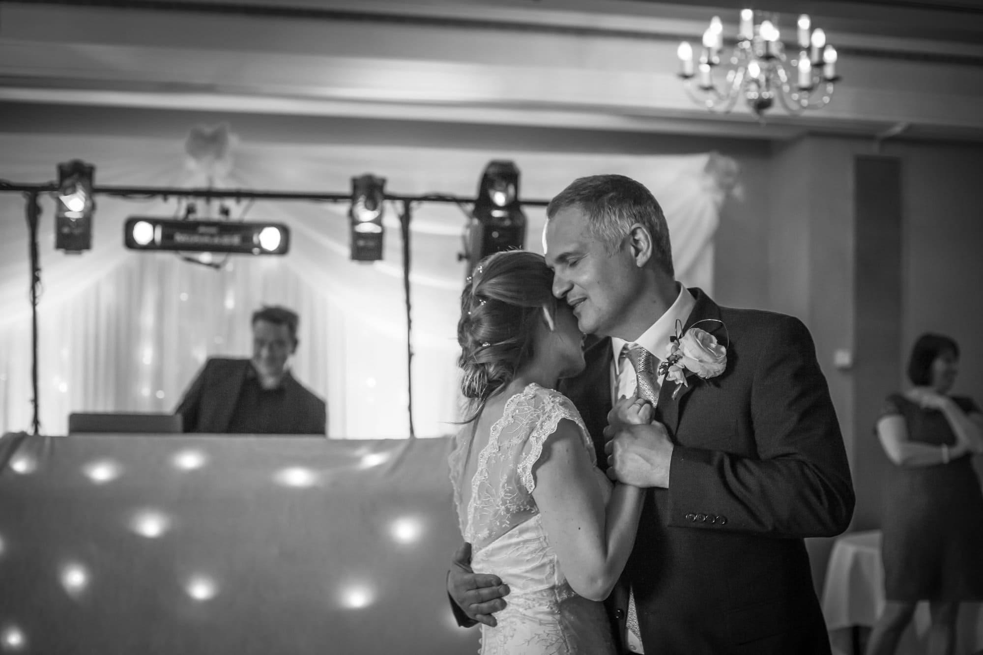 Wedding couple first dance, Kent wedding photography