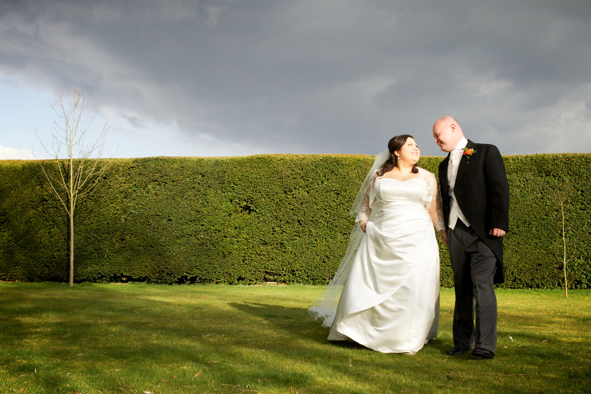 oaks farm wedding outdoor bride and groom walking