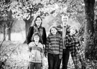 Family photoshoot in London among autumn leaves in Beckenham Place Park